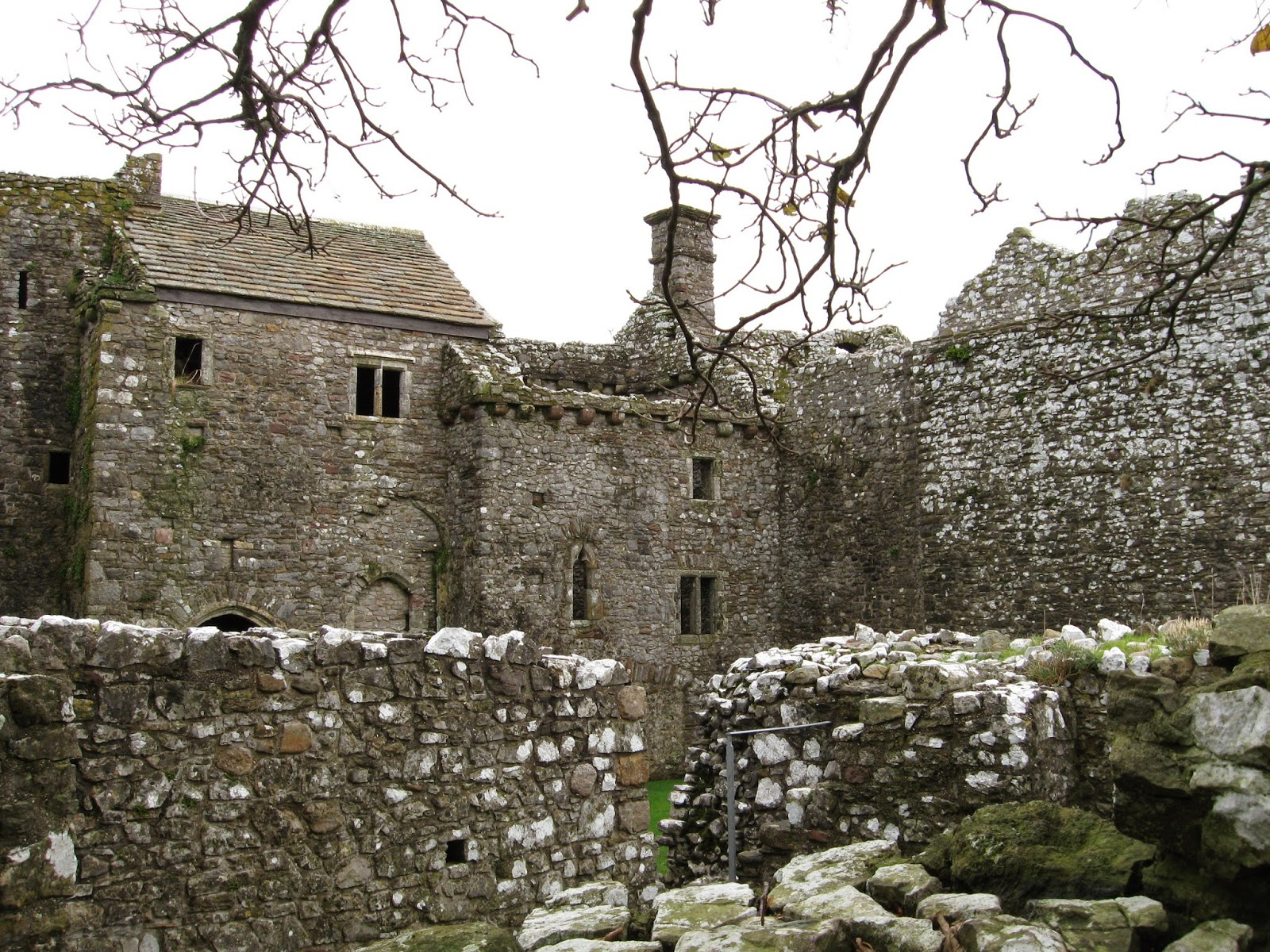 weobley castle is a fortified manor house overlooking the llanrhidian marsh built more for comfort than defense by the de la bere family in the twelfth - Single Wall Castle 2015